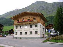 Prägraten am Großvenediger ist eine Gemeinde mit 1225 Einwohnern (Stand 1. Jänner 2012) im österreichischen Bundesland Tirol im Bezirk Lienz (Osttirol). Das Gemeindegebiet umfasst das hintere Virgental sowie dessen Nebentäler. Umfangreiche Teile des Gemeindegebietes gehören zum Nationalpark Hohe Tauern. Prägraten ist mit rund 180 km2 zwar die viertgrößte Gemeinde des Bezirkes, weist jedoch mit 1.258 Einwohnern.    Höhe: 1312 m ü. A.