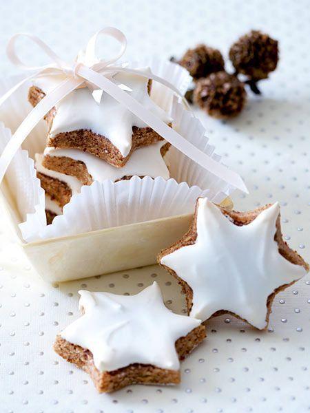 Zimtsterne backen - hmm, lecker! Viele weitere Ideen für Deine Adventsvorbereitungen und andere Events mit Kindern findest Du auch bei blog.balloonas.com