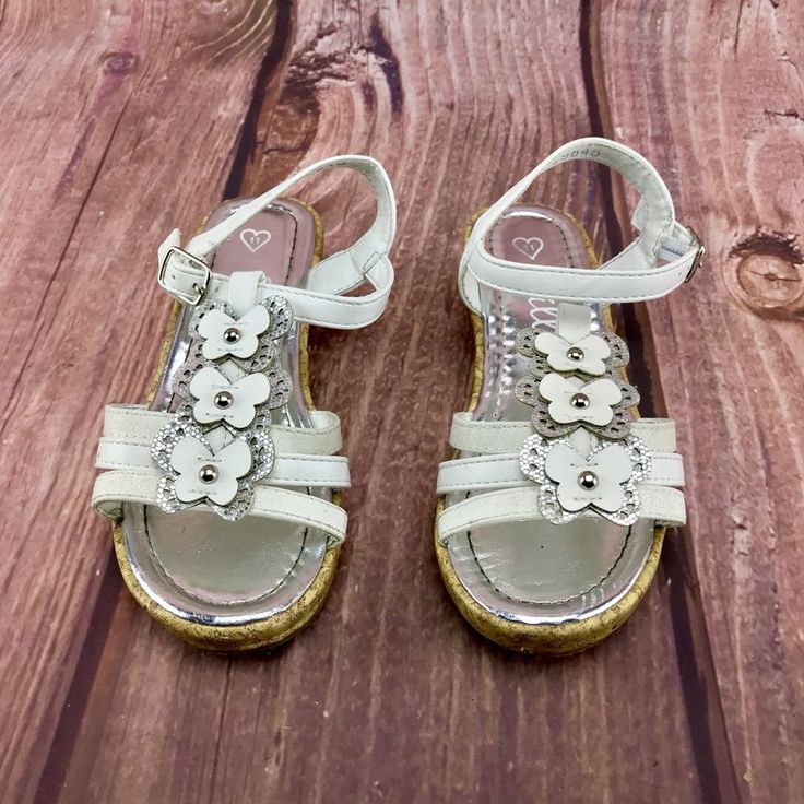 beautiful Girls Shoes Lilly's Butterfly 🦋 Pattern Sandals size 11 strappy wedge
