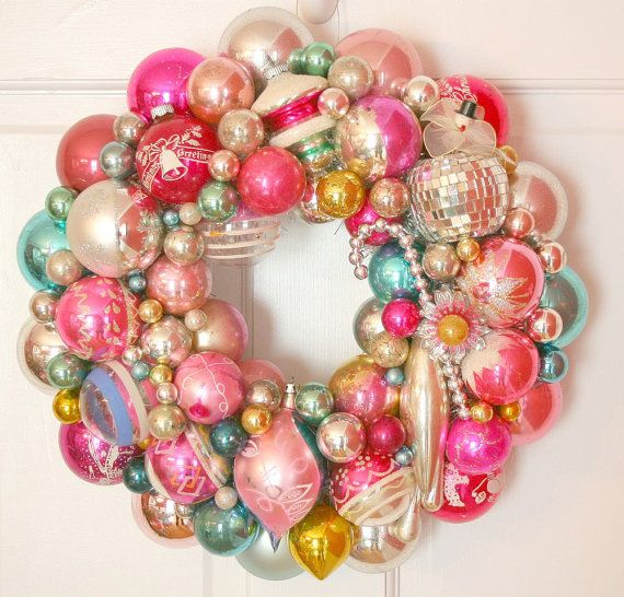 Shiny Brite vintage ornament wreath!: Christmas Wreaths, Glasses Ornaments, Vintage Ornaments, Wreaths Pink, Christmas Ornaments Wreaths, Holidays Wreaths, Doilies Hangers, Vintage Christmas Ornaments, Vintage Jewelry