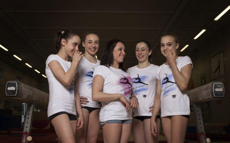 Campagna pubblicitaria Brixia 2014 Vanessa Ferrari, Martina Rizzelli, Sofia Busato, Pilar Rubagotti Chiara Imeraj, T-shirt ginnastica artistica abbigliamento personalizzato