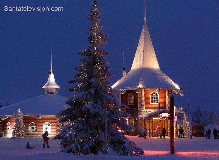 Главное здание Санта Клаус Холидей Виллидж в Рованиеми, Лапландия, Финляндия
