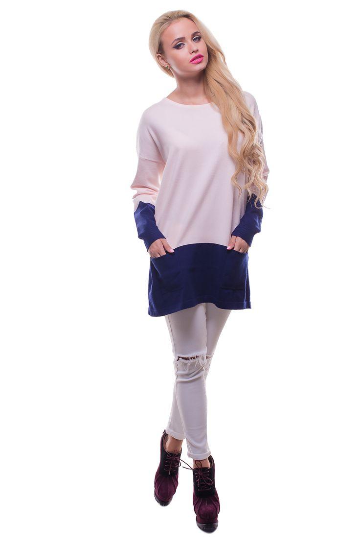 Джемпер с синими манжетами и кармашками Состав ткани: 75% акрил 10% шерсть 15% спандекс. Модель представлена в размерах: L/XL, XL/XXL. Производство: Польша. Параметры для размера L/XL:  Обхват груди: 112 см; Обхват талии: 112 см; Длина по спине: 71 см; Рукав: длина внутренего шва: 42 см.  Женский джемпер из нежнейшей ткани с контрастными манжетами и низом. Модель имеет длинный рукав с манжетом-резинкой, а также два кармашка внизу. Вашему вниманию предлагается несколько вариантов расцветки…
