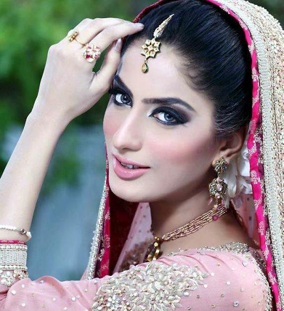 pakistani actress sana khan dies in road accident  see