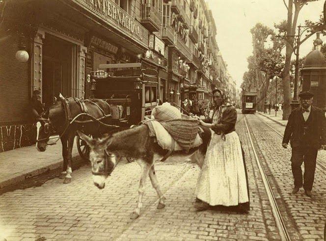 Rambla de Capuchinos. Frente alHotel Internacional. Fotógrafo: Frederic Ballell. Barcelona 1907-1908.