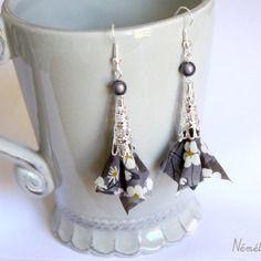 Boucles d'oreilles tissu liberty mitsi gris - perle cône dentelle argenté - crochets hameçons