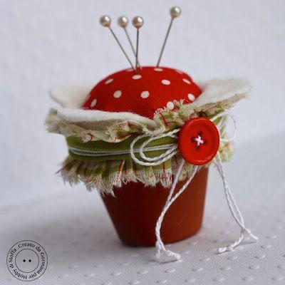 """Hobby di Carta - Il blog: Un puntaspilli """"fiorelloso""""..."""