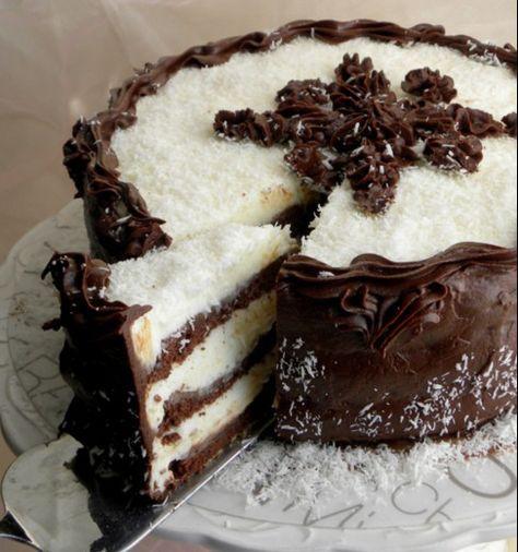 Čokoládovo-kokosový dort, který nejen vypadá božsky, ale i chutná.