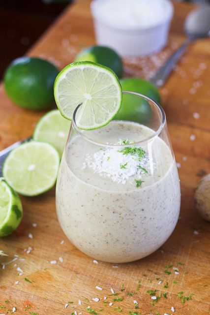 This Lime, Ginger and Coconut Smoothie has just the right amount of everything. It's tangy, tart, creamy and sweet, and it's got a little bit of a zing to it. The combination of the lime and ginger is so extremely refreshing, they make this smoothie absolutely perfect for the hot summer days to come.: Fun Recipes, Gingers Limes, Limes Gingers, Coconut Smoothie, Smoothie Recipes, Limes Coconut, Drinks, Greek Yogurt, Healthy Foodies