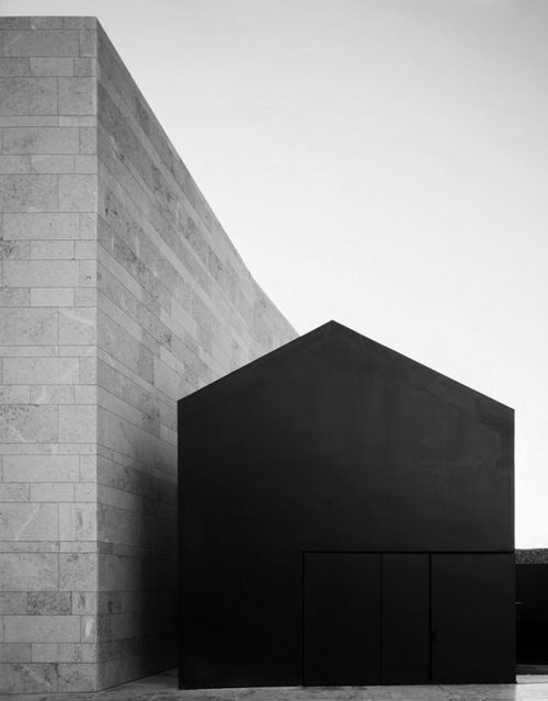 modern black exterior | Markki