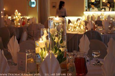 dekoracja z pływającymi świeczkami