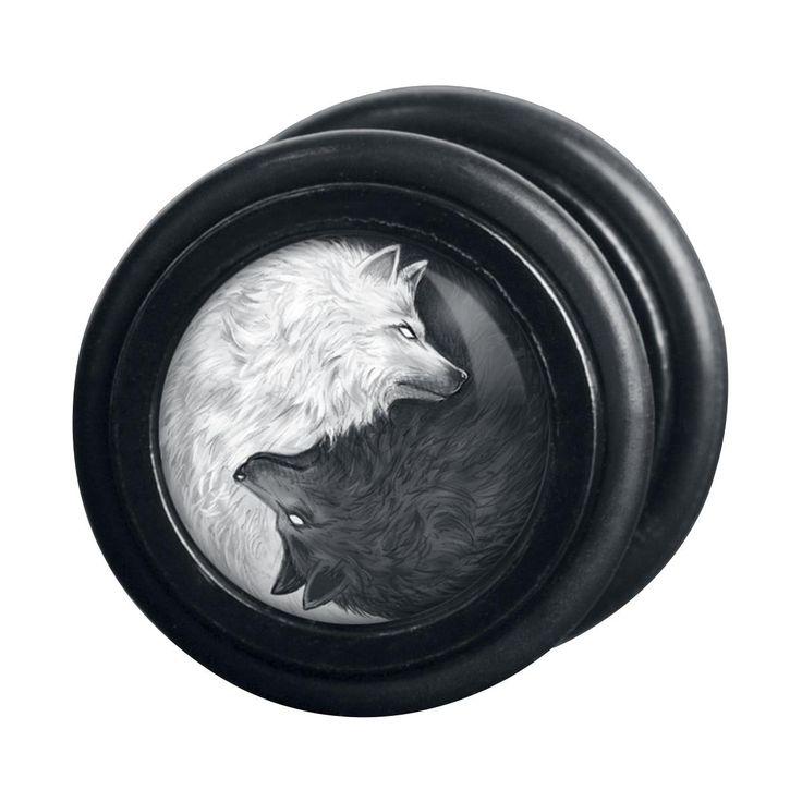 Wolves Pack Fake Plugs von Wildcat®:  - Fake Plug mit weißem und schwarzem Wolf - Durchmesser 11 mm - aus hochwertigen Edelstahl - Stabstärke 1,2 mm - wird als Paar geliefert - Platte ist leicht abschraubbar  Mit dem Fake Plug aus dem Hause Wildcat ersparen wir die das aufwendige Dehnen und ermöglichen dir den starken Look ganz ohne Aufwand. Die Fake Plugs Wolves Pack zeigen zwei Wölfe, die das Ying Yang formen und es sich auf dem Plug bequem machen.