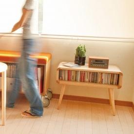 コンパクトなテレビ台、ナイトテーブルなど使い方いろいろ。