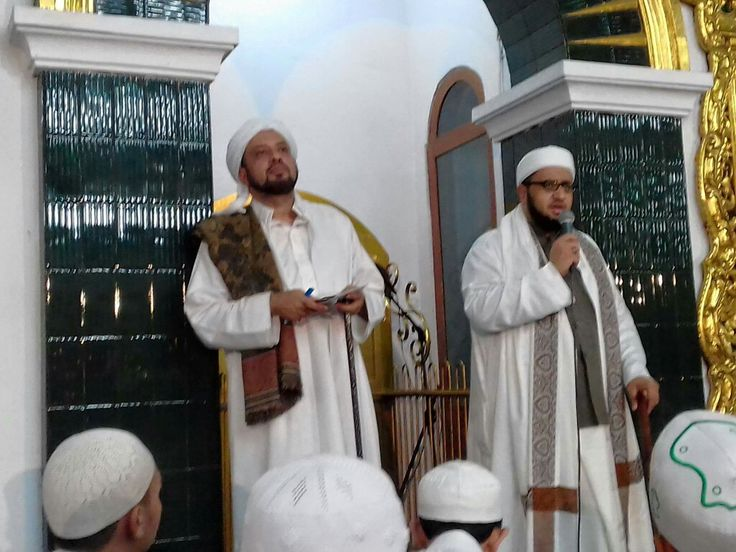 Habib Taufiq dan Habib Umar bin Zain bin Smith Madinah, di Masjid An Anwar Pasuruan,5 Mei 2017