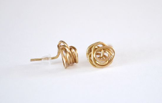 Knot Stud Earrings from Jewelry Wire: All you need is jewelry wire and a pair of pliers to make these gorgeous knot stud earrings. No wire working skills needed.