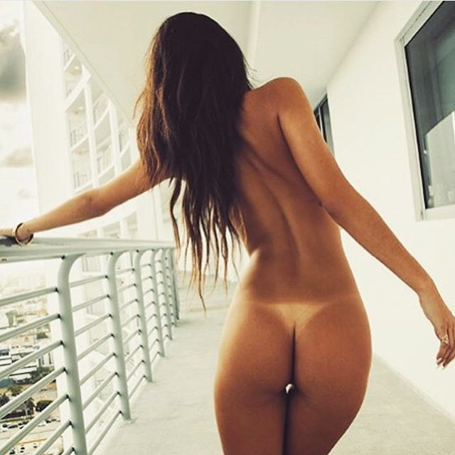 sexy tan lines mo