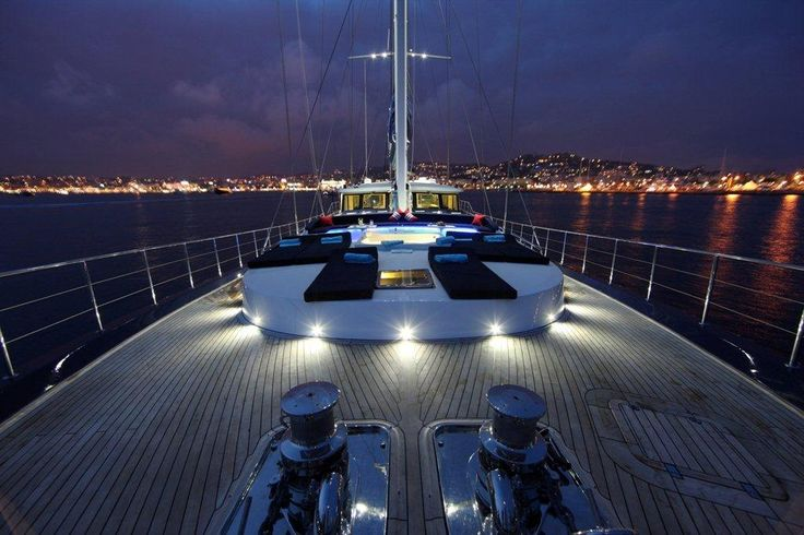 The beautiful sailing yacht Perla del mare, designed and engineered by Naval Studio