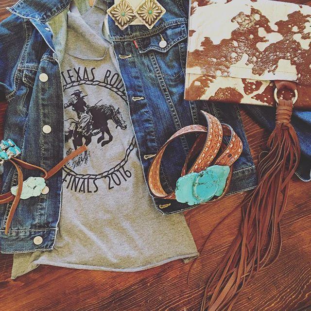 Weekend Style Vibes ❤️✌️ @whiskeyleedesigns #cowhideclutch #turquoise…