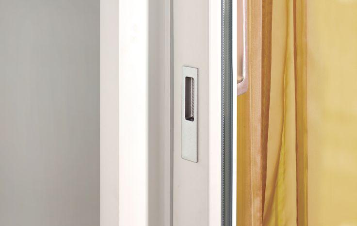 Hebe-Schiebetüren von Fenster-Schmidinger aus Gramastetten in Oberösterreich, lassen deine Räume in hellem Licht erstrahlen. Großflächige Verglasungen sorgen für eine lichtdurchflutete Wohlfühloase. Besuche auch unsere Website: www.fenster-schmidinger.at  #Detail #Griff #Hebeschiebetür #Doors #Licht #Glas