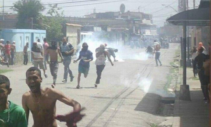 Dezenas de pessoas foram presas em protestos e saques pela falta de alimentos em Tucupita, capital de uma região de selva do leste da Ven...