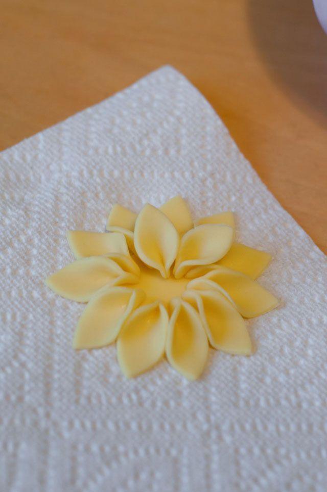 Красивые цветы из мастики – мастер-класс