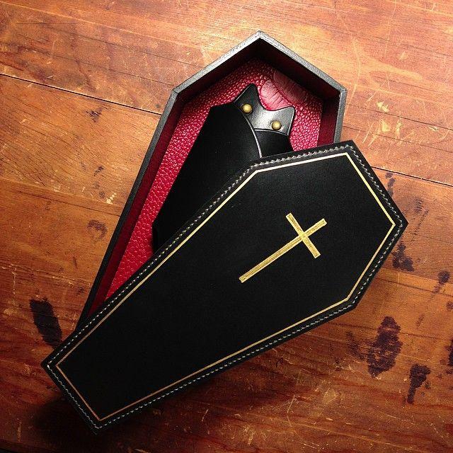 display box bat keycase わりと可愛いです #comesworkshop #leather #leathercraft…