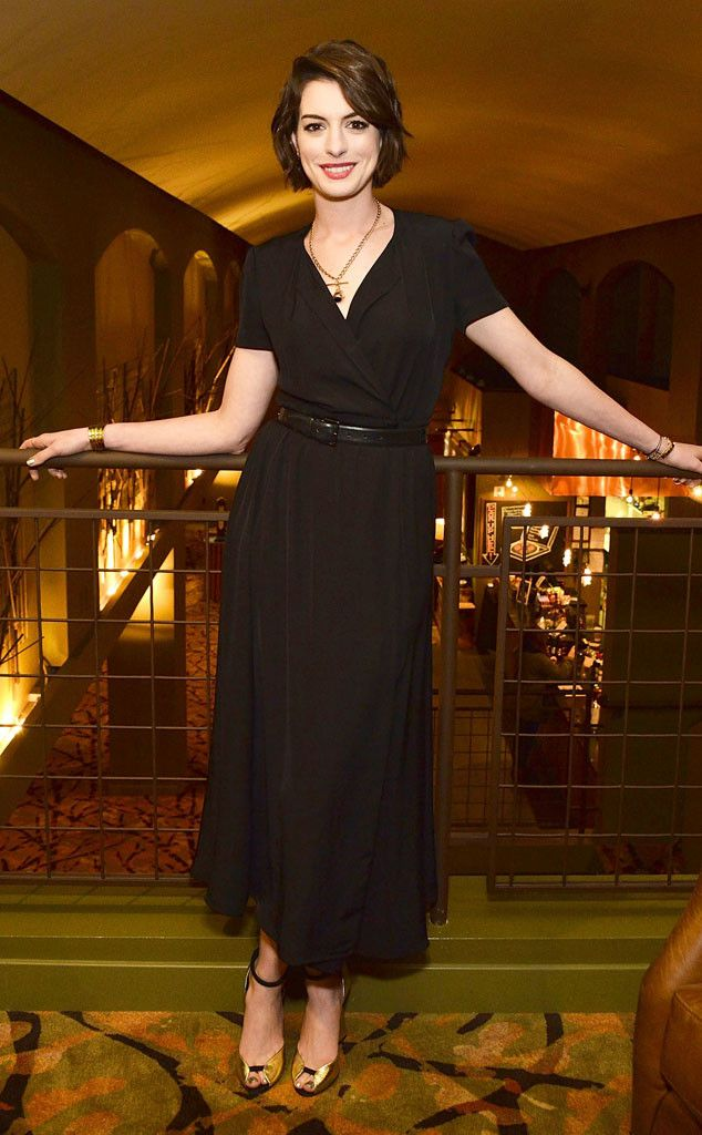 Anne Hathaway looks beautiful in this lbd!