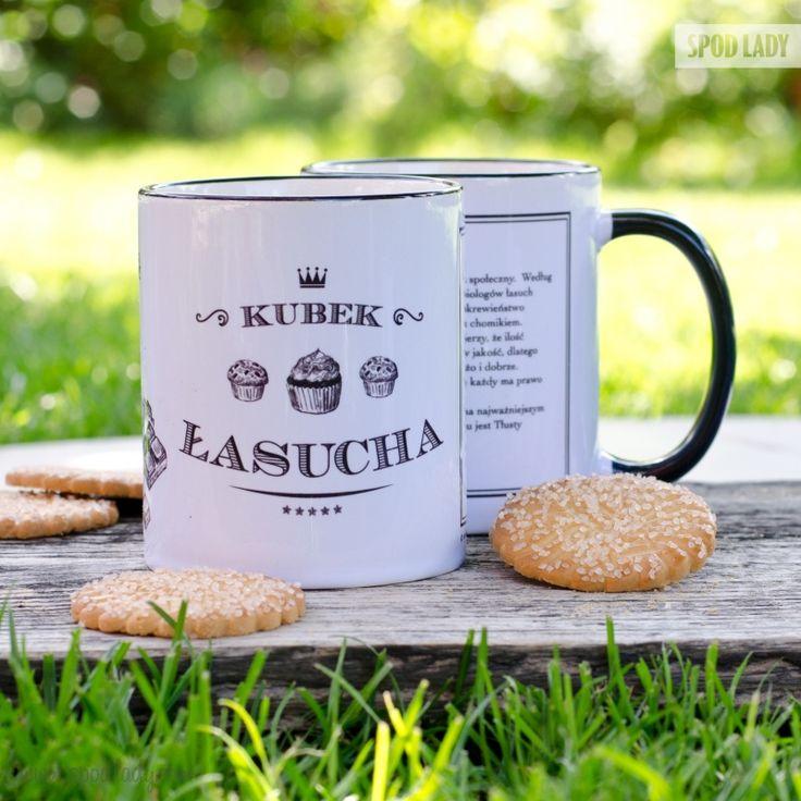 Dobra kawa lub herbata i duży kawałek słodkiego ciastka - połączenie idealne.