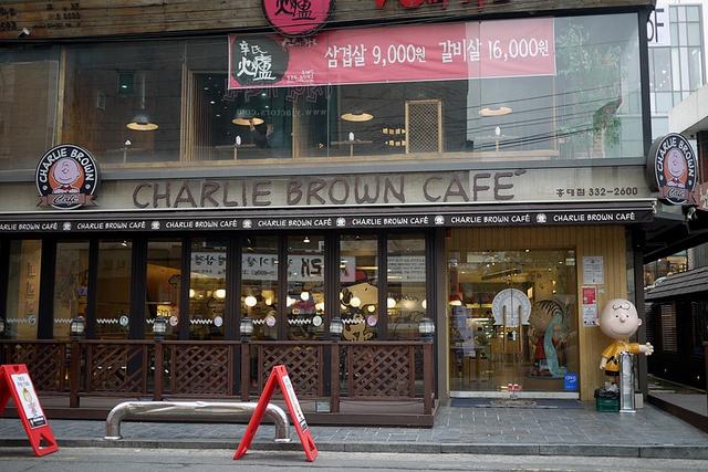 Charlie Brown Cafe (Seoul, South Korea) by ibyangbabe, via Flickr