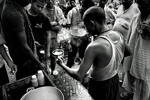 Tea seller, Khari Baoli, old Delhi, India