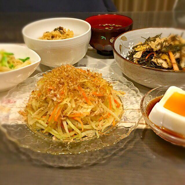 今日は、大好きな沖縄料理です♡ フーチバ=よもぎ、ジューシー=沖縄風炊き込みご飯(*^^*) - 101件のもぐもぐ - パパイアチャンプルー、クーブイリチー、ジーマミ豆腐、フーチバジューシー、もずくスープ、ミミガーときゅうりの和え物 by ayako1015