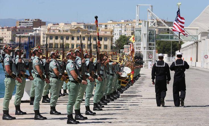 Desfile de legionarios y militares de EEUU en el Puerto de Málaga (ES), en homenaje a Don Bernardo De Galvez, heroe de la guerra de independencia americana.