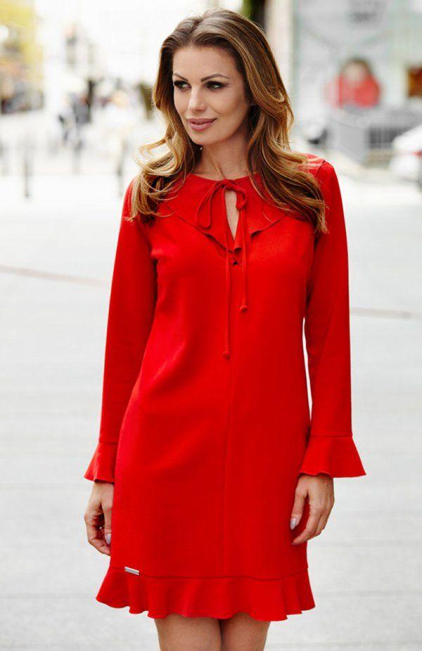 Aurora M226-1 sukienka czerwona Urocza sukienka, wykonana z miękkiej jednolitej dzianiny, prosty fason