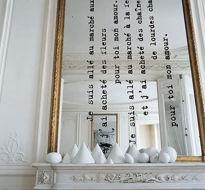 DIY espejo con cita: una linda manera de verse uno mismo lleno de palabras bonitas.