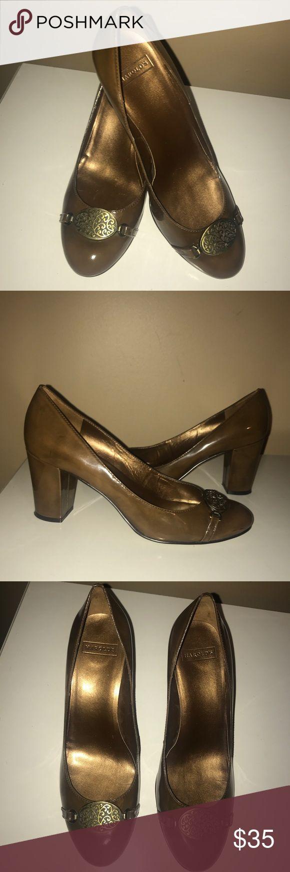 """🆕EUC💜HAROLD'S💜Brown Shiny Patent Leather Heels 🆕EUC💜HAROLD'S💜Brown Shiny Patent Leather Heels/ Pumps. Bronze Medallion On Top. Block Heel height-3"""". Size- 8. Original cost $125 Harold's Shoes Heels"""