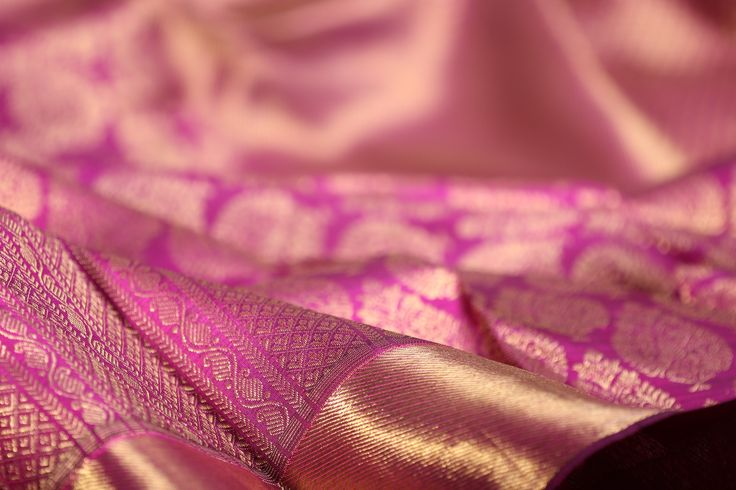 The Valli Muhurtham kanjivaram reveals the opulence of the silk in saris that are perfect for a bride's special day #kanjivaram #bridal #sari #silk #india #handloom #kanakavalli