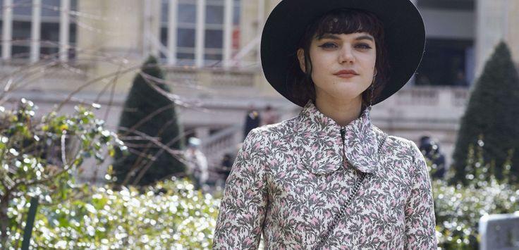 Soko, chanteuse française que Kristen vient de rejoindre à Paris