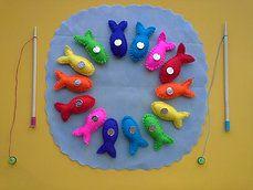 Próximo proyecto. Juego simbólico, a la vez que aprende los colores. Todo con materiales reciclados.