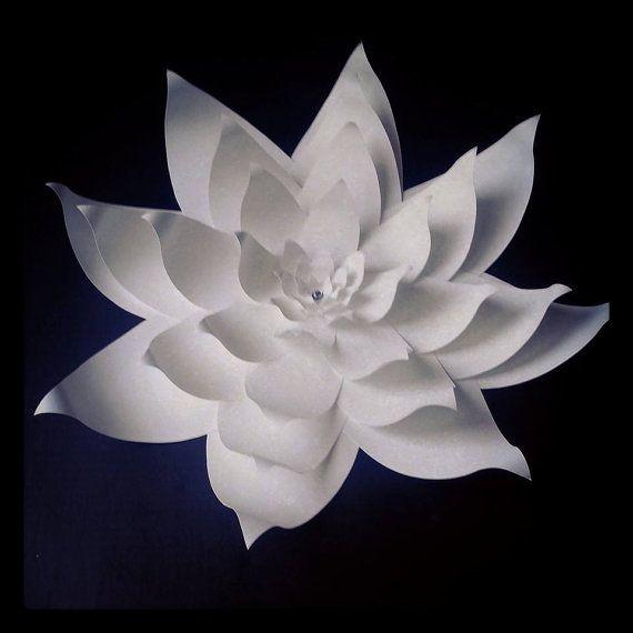 Flores de papel grandes bodas. Hola, buscas en un listado una 18 pulgadas flor de papel hecha a mano en el color de su elección. Esta flor no se hace, por favor contáctenos acerca de la disponibilidad. Por favor me deja saber lo que le gustaría para un centro. Hay perlas, pedrería, ambos y joyas incluso colores. Este artículo viene a través de FedEx Ground, que toma hasta 4 días debido a su tamaño. Envío internacional, por favor correo electrónico para costo de envío. Gracias, Christa