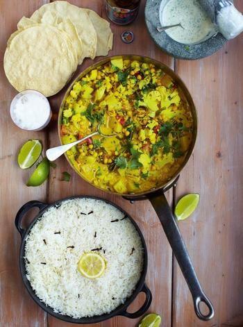 トマト、ココナッツミルク、ひよこ豆、カリフラワー等を入れて煮込むとこんな豪華なカレーに。 お肉がなくても十分満足しちゃいますね。 アユールベーダでも有名なインド南部ケララ風のお料理です。