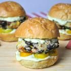 20 Delicious Vegan Burger Recipes - A Vegan Blogging Extravaganza at The Flaming Vegan: Avocado Mayo, Burgers Recipe, Veggies Burgers, Vegan Burgers, Vegan Recipes, Salsa Verde, Verde Sliders, Vegan Food Recipe, Veggie Burgers