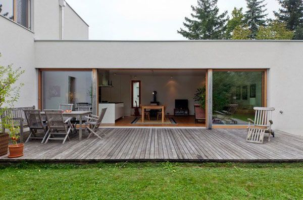 Simple transition deck to terrace lawn