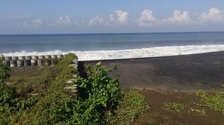 Pantai Siyut Pesona Pantai Berpasir Hitam di Bali - Bali