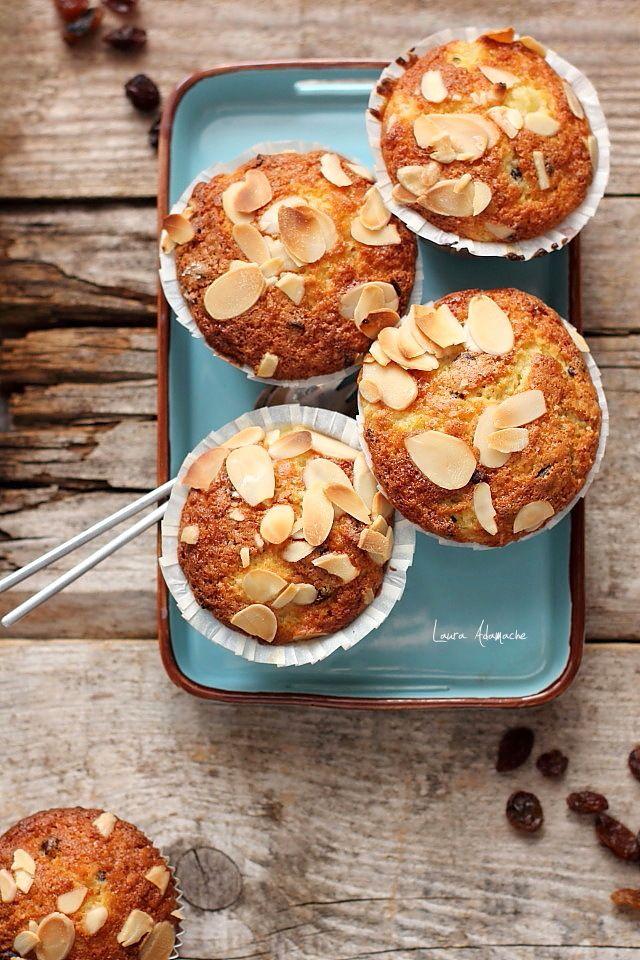 Muffins cu ananas si stafide pentru micul dejun, ingrediente si mod de preparare. Muffins, prajituri pufoase si delicioase pentru ceai.