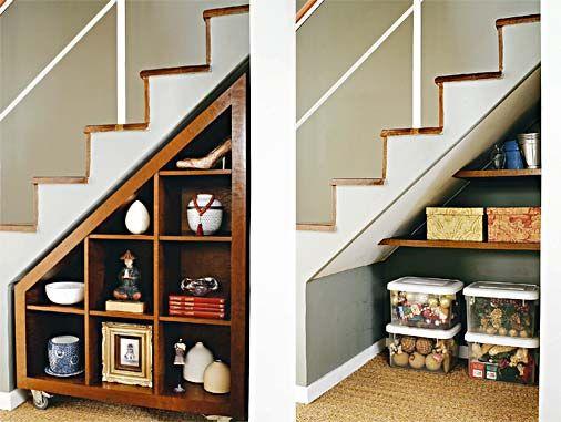 Graças à profundidade de 70 cm, foi possível instalar, sob a escada, um depósito e um móvel para os objetos decorativos. Na parte de trás, há o depósito de 40 cm, em que ficam armazenados enfeites de natal, vasos e fotografias.