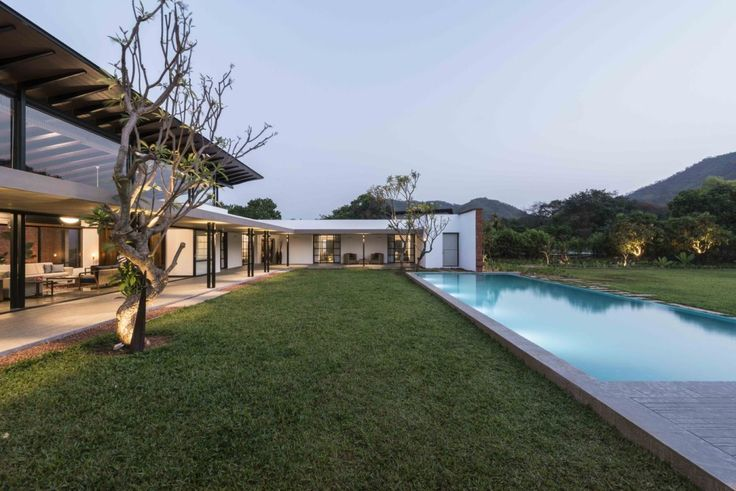 House with Beautiful Views Over the Mountains in Bombay Designed by SPASM Design Architects