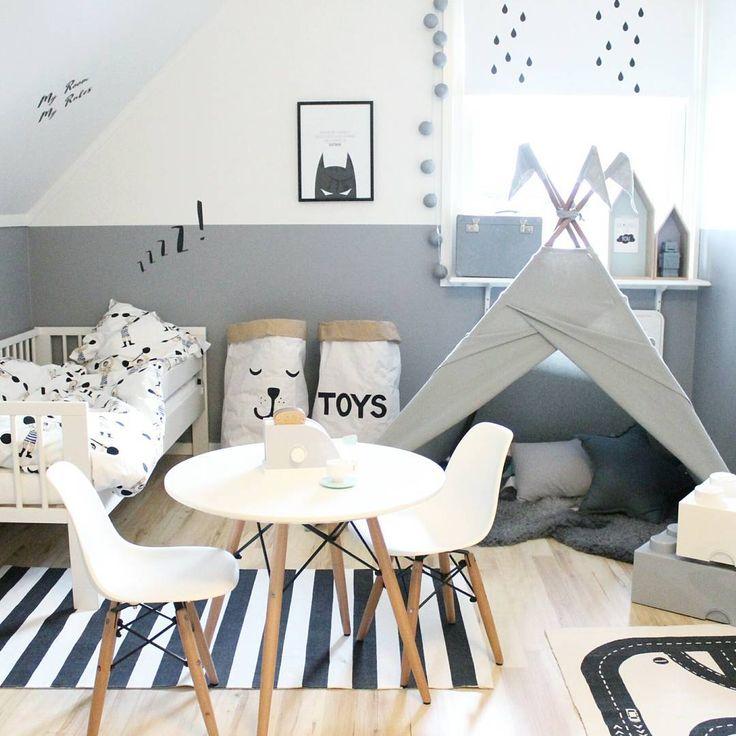 Belle #décoration pour la #chambre d'un #enfant ! #gris #noir #blanc #scandinave http://www.m-habitat.fr/par-pieces/chambre/quelles-couleurs-choisir-pour-une-chambre-d-enfant-3244_A