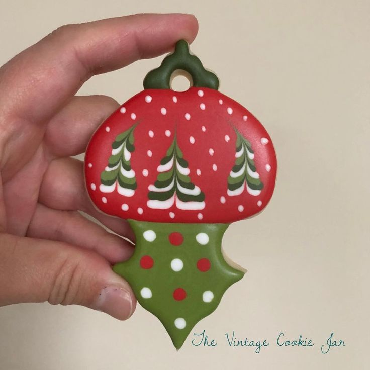 """123 Likes, 3 Comments - The Vintage Cookie Jar (@thevintagecookiejar) on Instagram: """"Can't wait to make this hanging ornament with my class on Friday night!! #christmascookiedecorating…"""""""