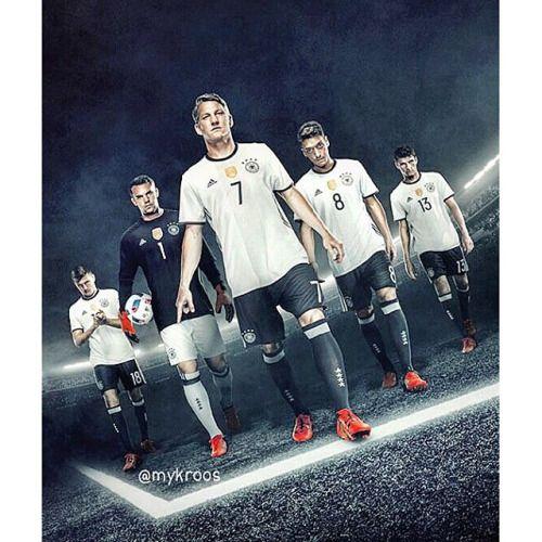 Kroos, Neuer, Schweinsteiger, Ozil and Muller. #DieMannschaft