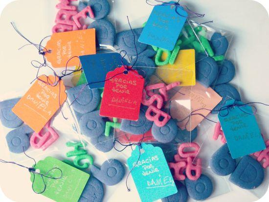 Galletas con el nombre de los niños invitados al cumpleaños